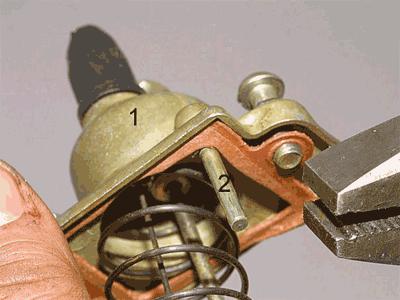 1 — крышка карбюратора;